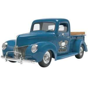 REVELL 1940 FORD CUSTOM PICKUP TRUCK MODEL KIT 1/24 NEW