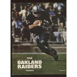 1968 Oakland Raiders AFL Football Yearbook EXMT   NFL