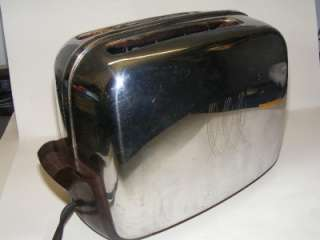 Vintage Toastmaster Chrome+Bakelite toaster Auto Pop up bottom flips